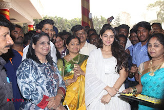 Tamil Actress Singer Andrea Stills in White Salwar Kameez at Narayana Group of Schools Carnival Inauguration  0009.jpg