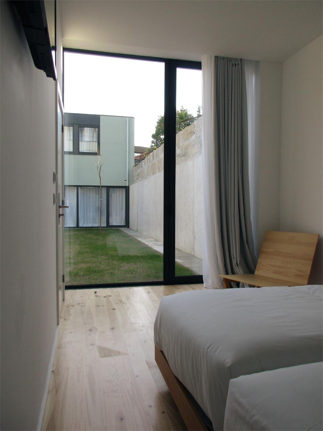 Arquitectos e engenheiros da utopia hostel no porto for Interior 1 arquitectura