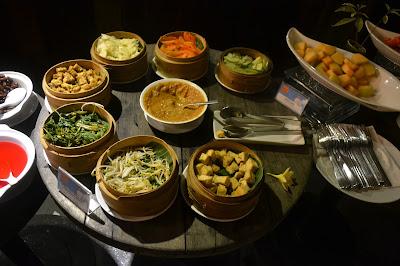 """Santai dan Nikmati Makan Malam di Cielo Sky Lounge yang Menawarkan Konsep """"All You Can Eat"""""""