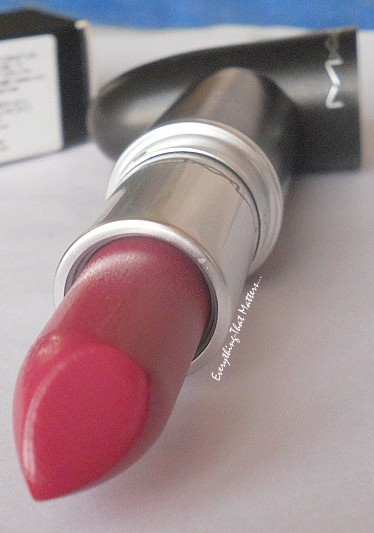 MAC+Plumful+lipstick+Lustre+Finish+Swatch+Review+FOTD