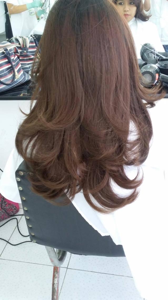 Modelo de peinado con efecto liso con las puntas hacia arriba  - Como Peinar Puntas Hacia Afuera