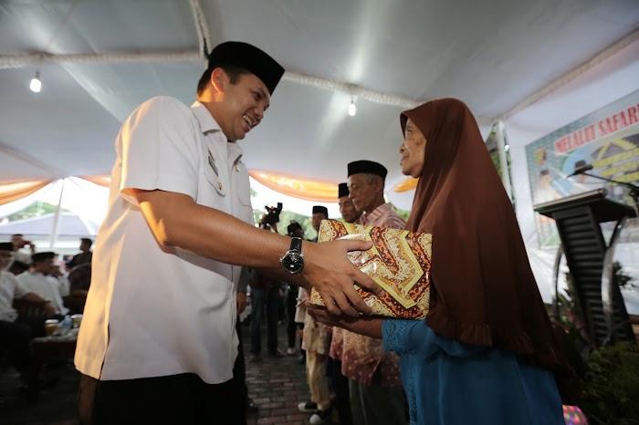 Gubernur beri Santunan Kaum Duafa, Anak Yatim dan Pondok Pesantren