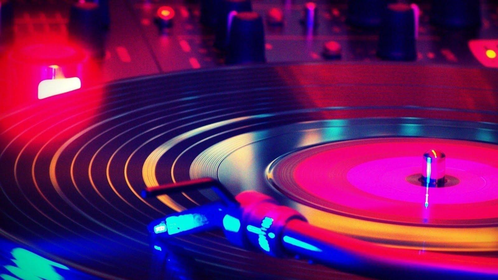 vip-remix for djs: New Music: Dutch House, Moombahton