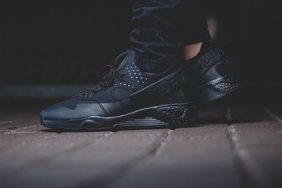 lowest price 50a37 666c2 ... italy kicks flow nike air huarache utility triple black b9062 577bb