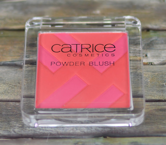 Catrice graphic grace LE powder blush CO1 structured shapes
