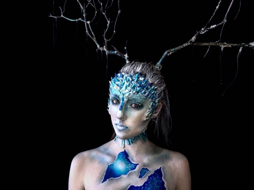 14-Lara-Wirth-Armageddon-Painted-Turning-into-Monsters-with-Body-Painting-www-designstack-co