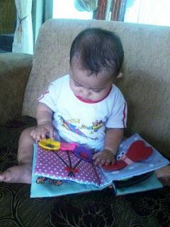 Buku Cerita Kain Bayi