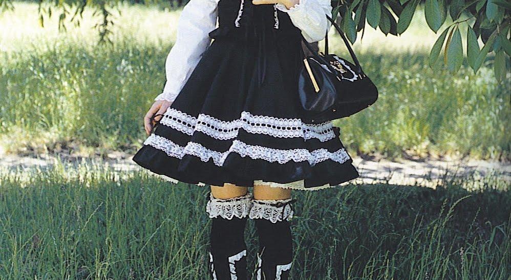 Há um tempo atrás eu comecei a escrever um post sobre Old School Lolita em  geral e minhas memórias carinhosas dos dias iniciais e cada vez que eu vou  ... c20be39b804