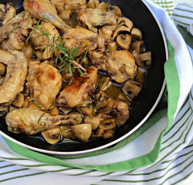 pollo-cazuela-champiñones-sartén