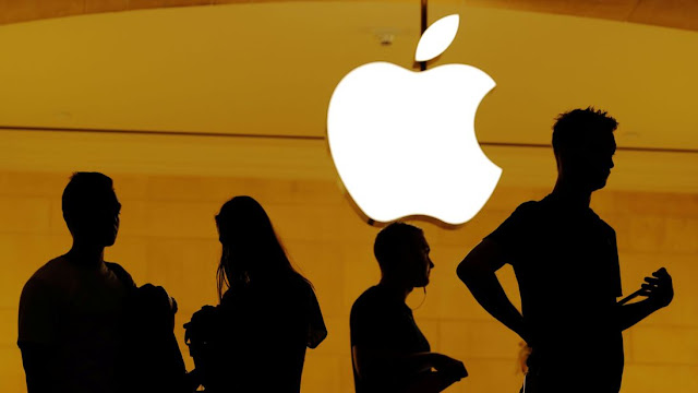 Apple becomes the first trillion dollars US-listed company