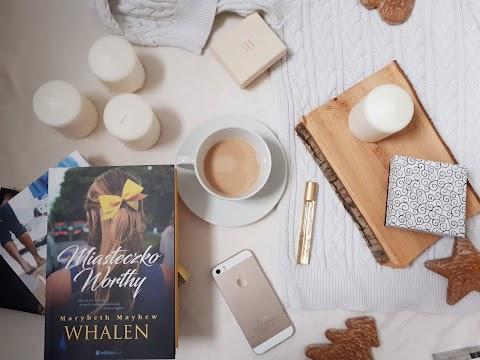 Miasteczko Worthy, Marybeth Mayhew Whalen, editio blue. Intrygi, sekrety kłamstwa i wypadek.