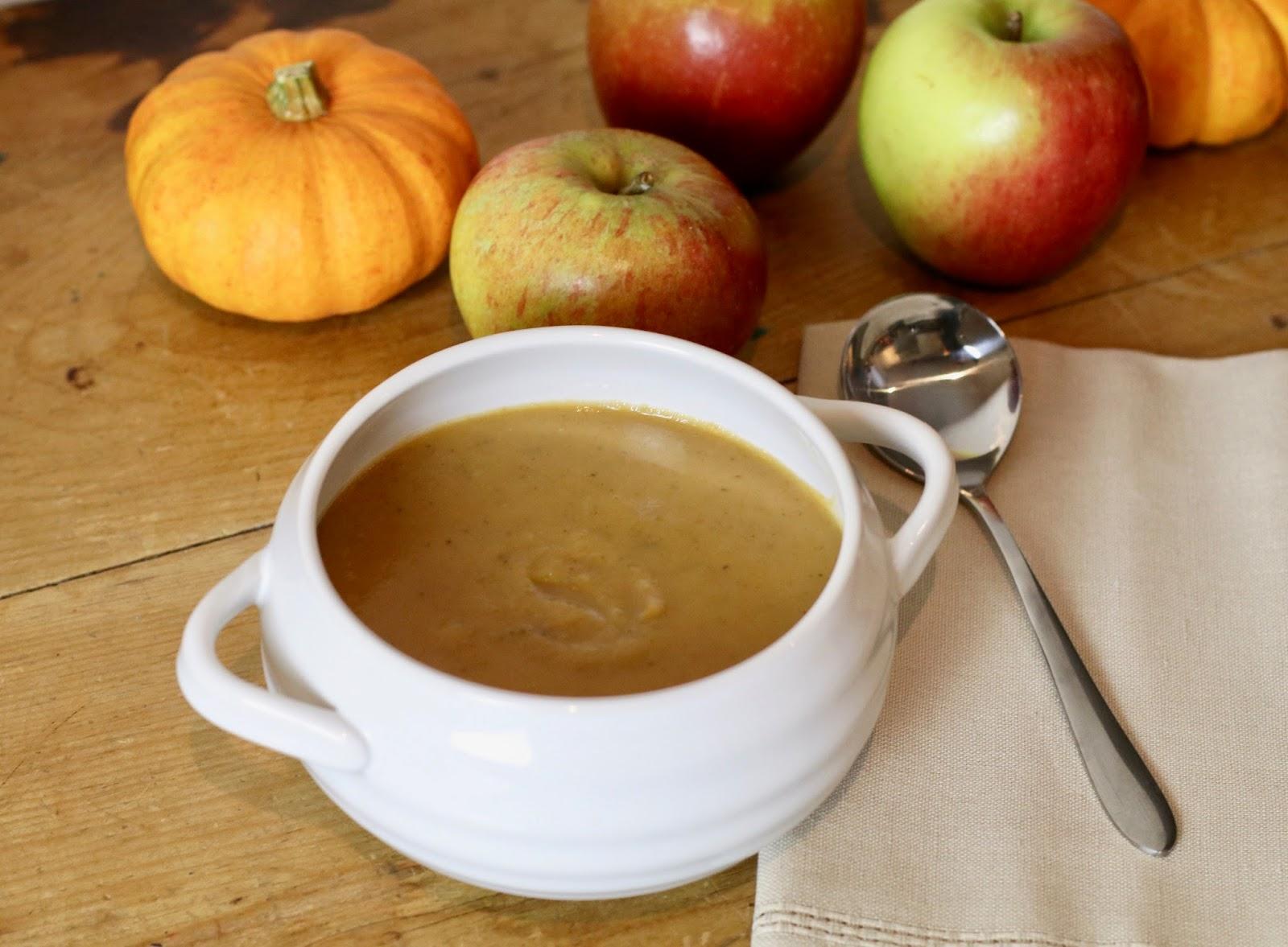 Autumnal-soup-parsnip-squah-apple-soup