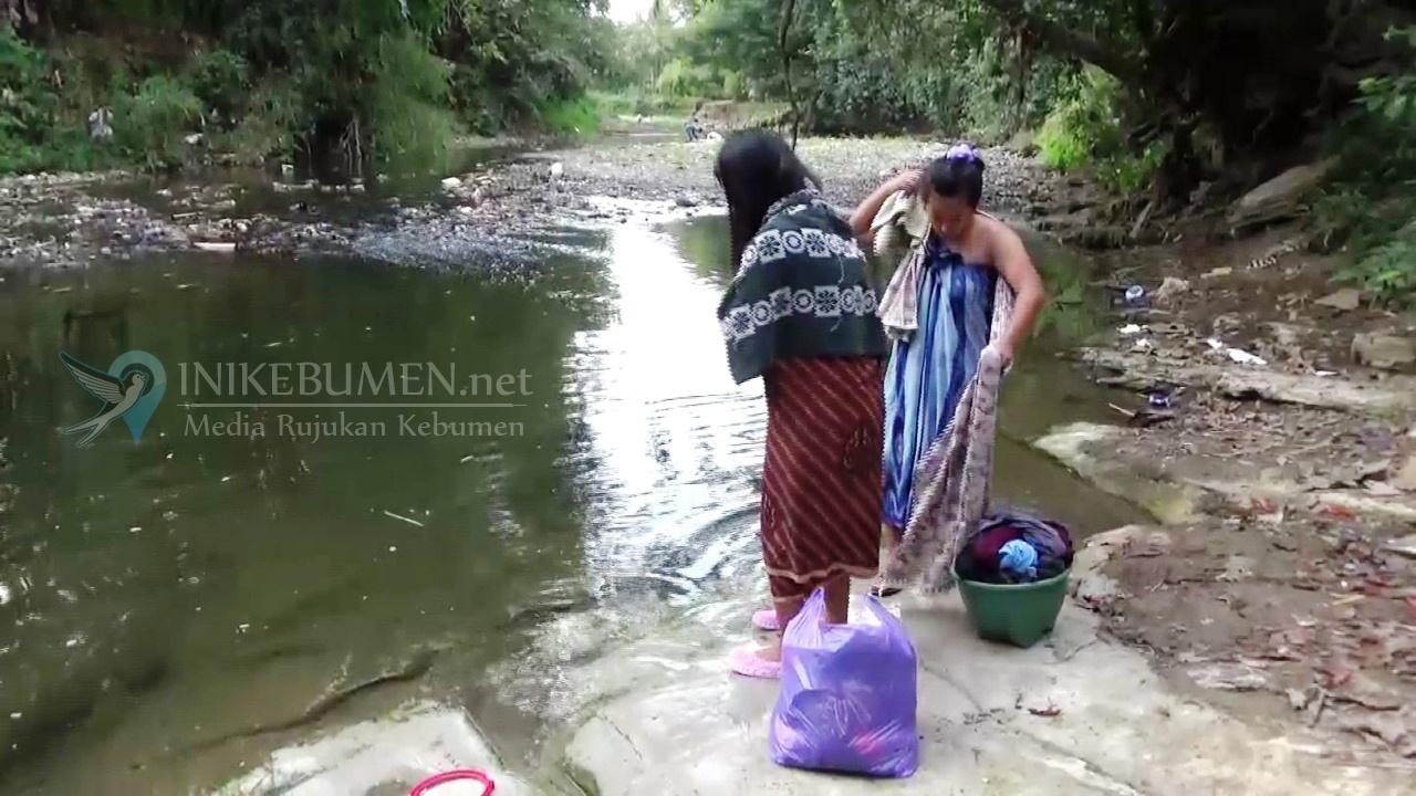 Sumur-sumur Mengering, Warga Alian Terpaksa Gunakan Air Sungai yang Kotor