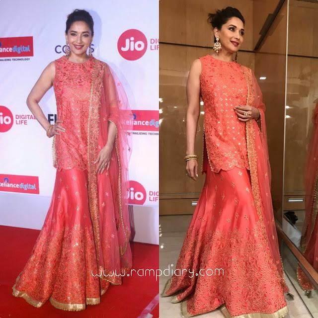 Madhuri Dixit In Rimple Harpreet Narula for Jio Marathi Filmfare Awards 2017