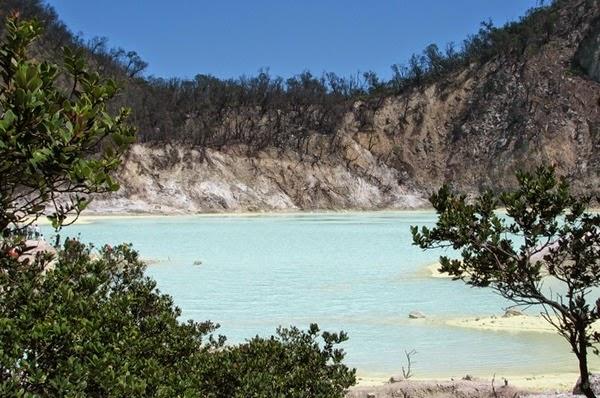 Rekomendasi Obyek Wisata di Sekitar Bandung - Kawah Putih