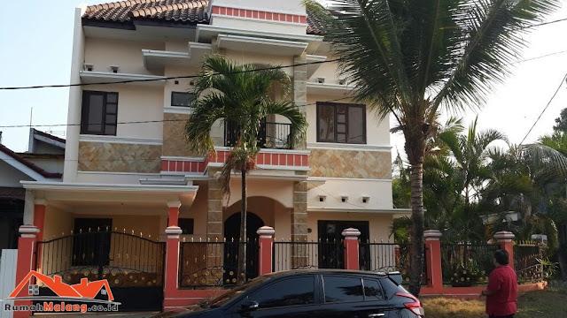Rumah mewah 2 lantai Malang Kota