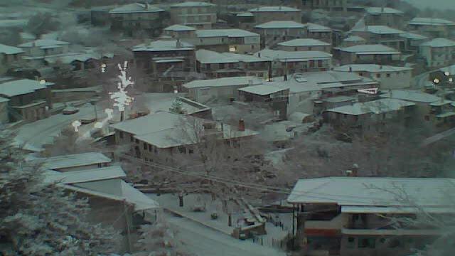 Χιόνισε στα χωριά της Αρκαδίας- Άσπρισαν οι στέγες στην Τρίπολη