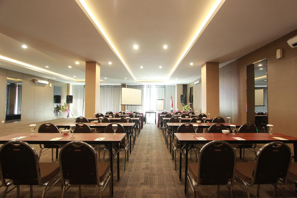 VIVA Hotel Kediri by Front One, Akomodasi Terbaik di Kediri, Indonesia