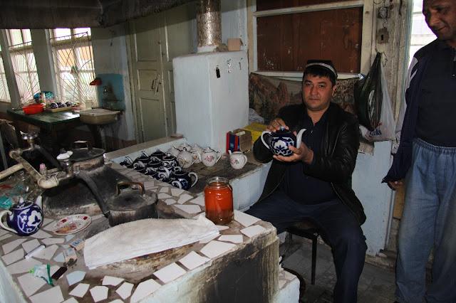 Ouzbékistan, Kokand, bazar Jahon, chaïkhana, théière ouzbèke, © L. Gigout, 2012