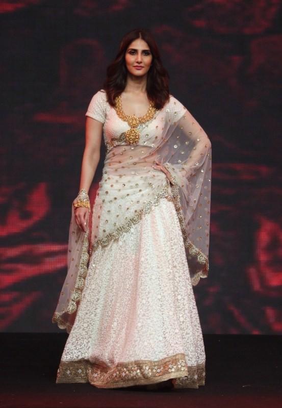 Vaani Kapoor at National Jewellery Awards 2017 Stills