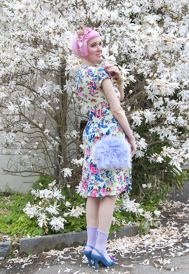 pastel summer look, dreamy street style, 50s style dress