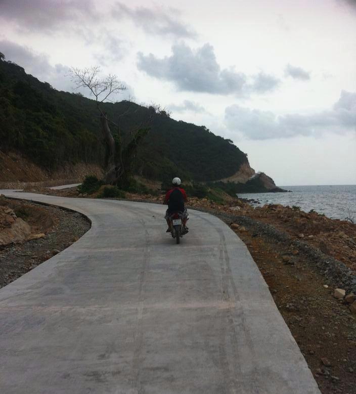 Thuê xe máy đi lại trên đảo Nam Du