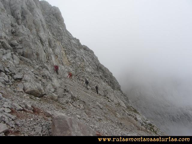 Ruta Pan de Carmen, Torre de Enmedio: Llegando a la horcada entre las torres de enmedio y horcada