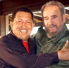 Foto de Hugo Chávez feliz junto a Fidel Castro