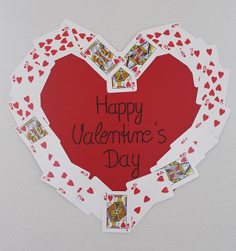 DIY-Basteltipp für ein Herz aus Spielkarten von Ars Vera.