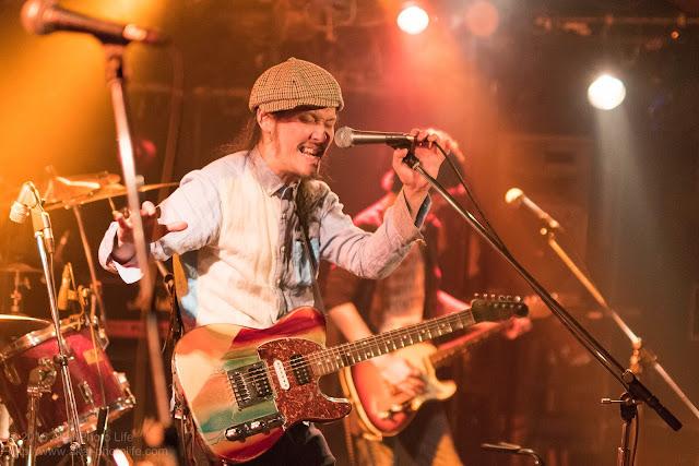 ライブハウスシルバーエレファントで撮影したバンドすずなのライブ写真