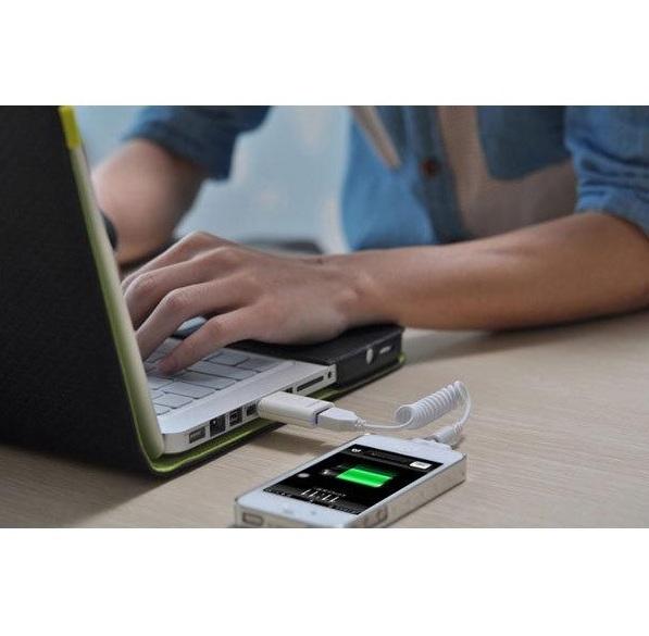 3 Bahaya Mengisi Daya Device Smartphone Lewat Laptop
