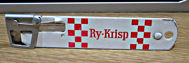 safety guard on Ry-Krisp box cutter