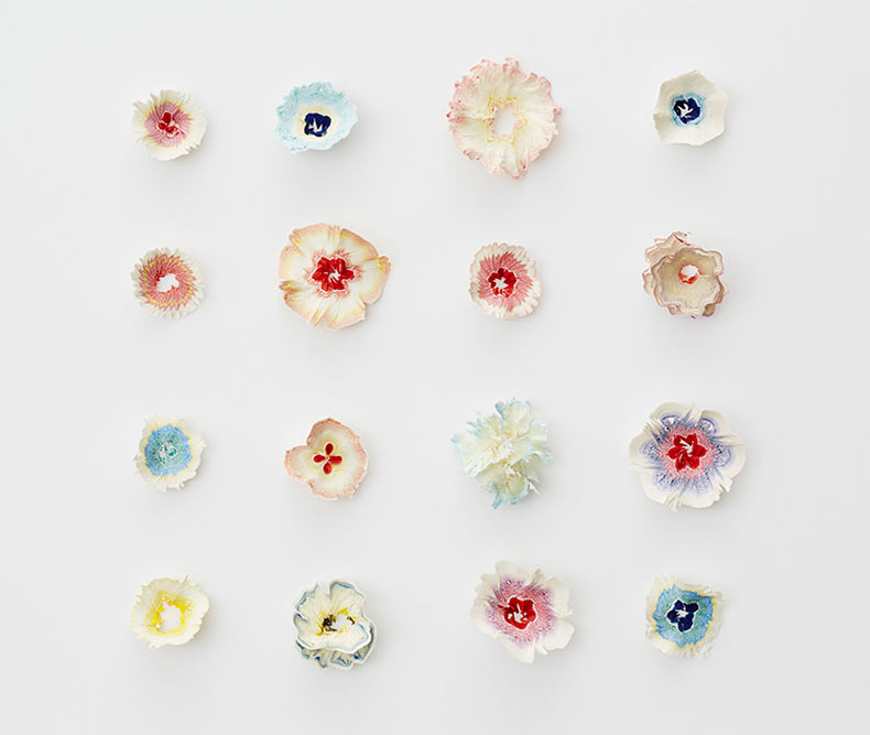 Diminutas flores de papel inspirado por las virutas de lápiz por Haruka Misawa