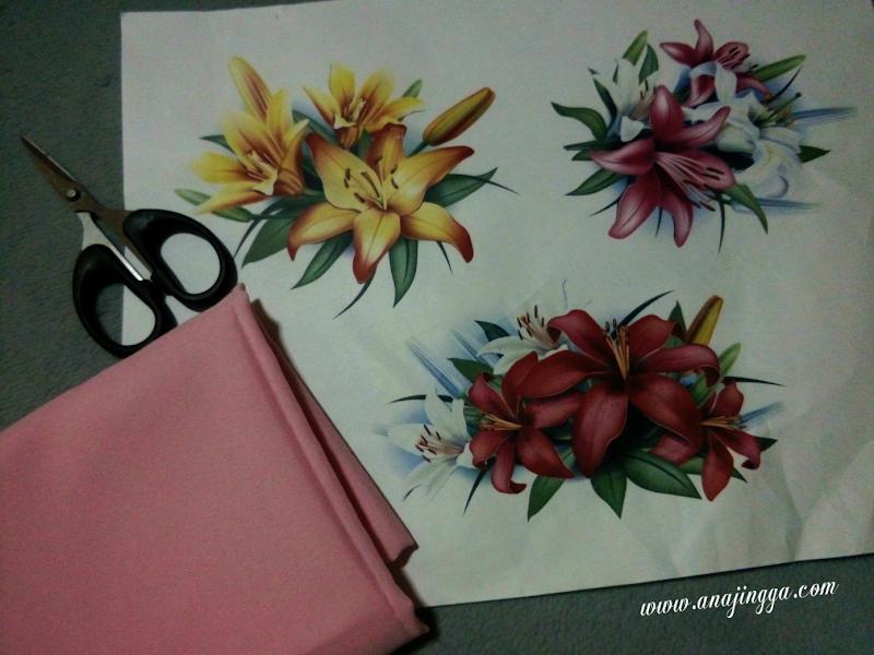 Cara tampal bunga printed paper pada tudung