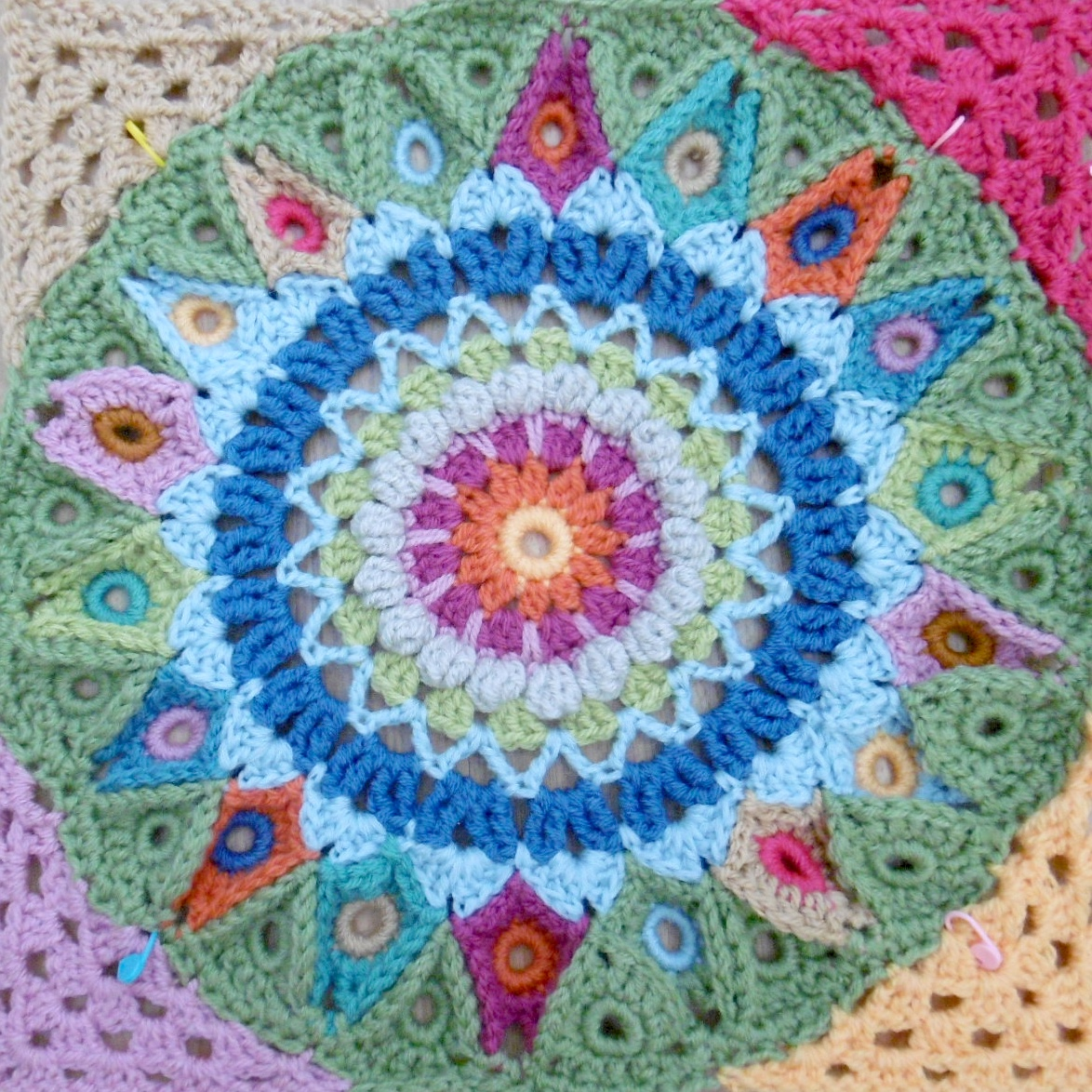 Susan Pinner: SPINNING TOP BLANKET: Preparing for the join, circle ...