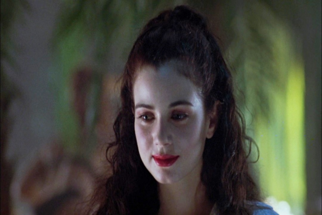 Movie and TV Cast Screencaps: Exotica (1994) - Directed by ...