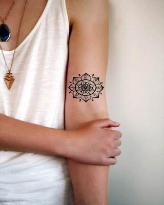 tatuaje de mándala redonda