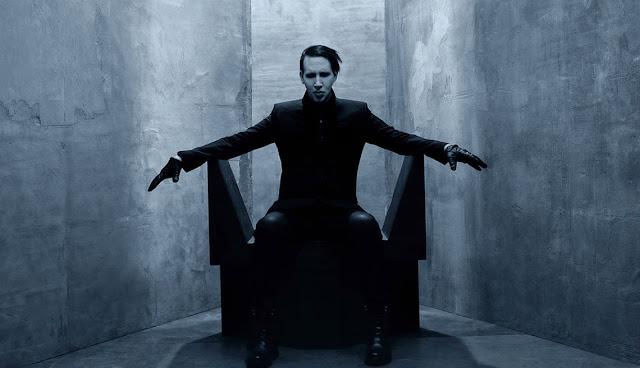 Marilyn Manson se desmaya en medio de un show