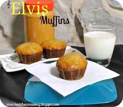 Easy Banana Muffins with Peanut Butter Glaze @BackForSeconds #bananabread #muffins #recipe #breakfast #peanutbutter