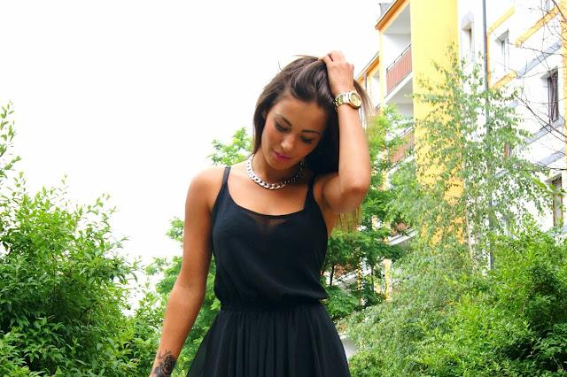 Black dress - Czytaj więcej