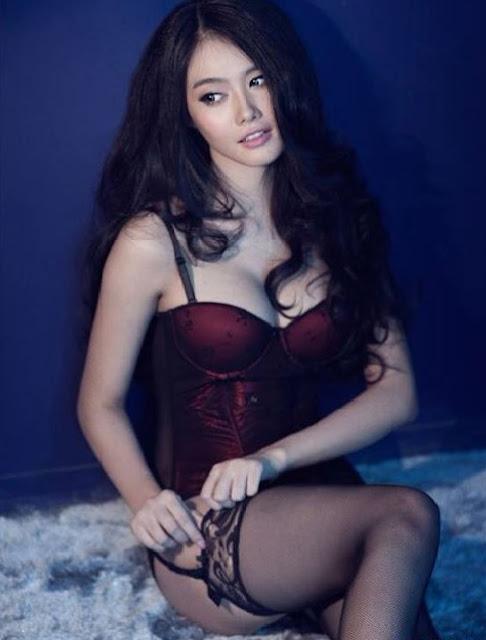Á Hâu Linh Chi khoe ngực khủng 9