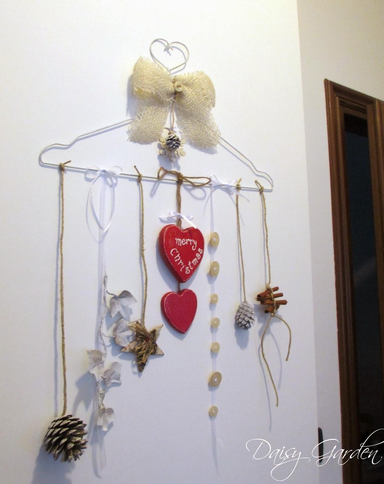 Daisy garden le decorazioni di natale una ghirlanda for Decorazioni natalizie in legno da appendere