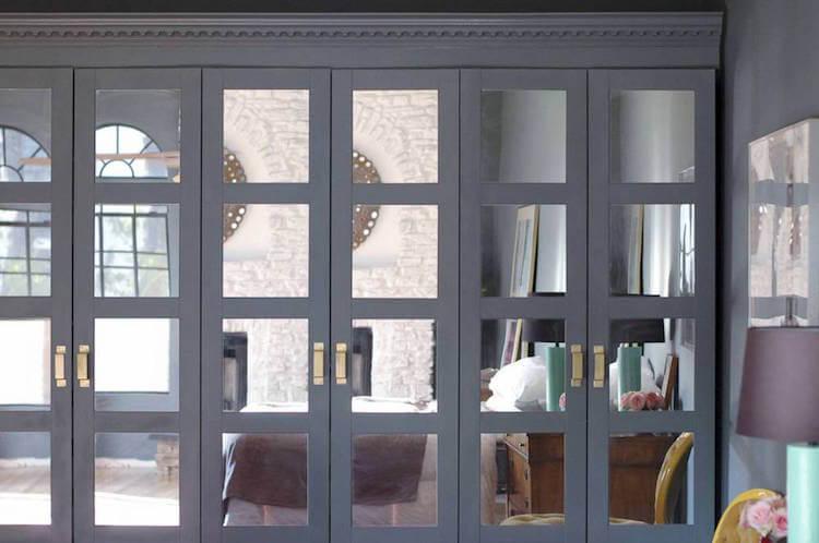 armario pax decorado con cristales, pintura y molduras
