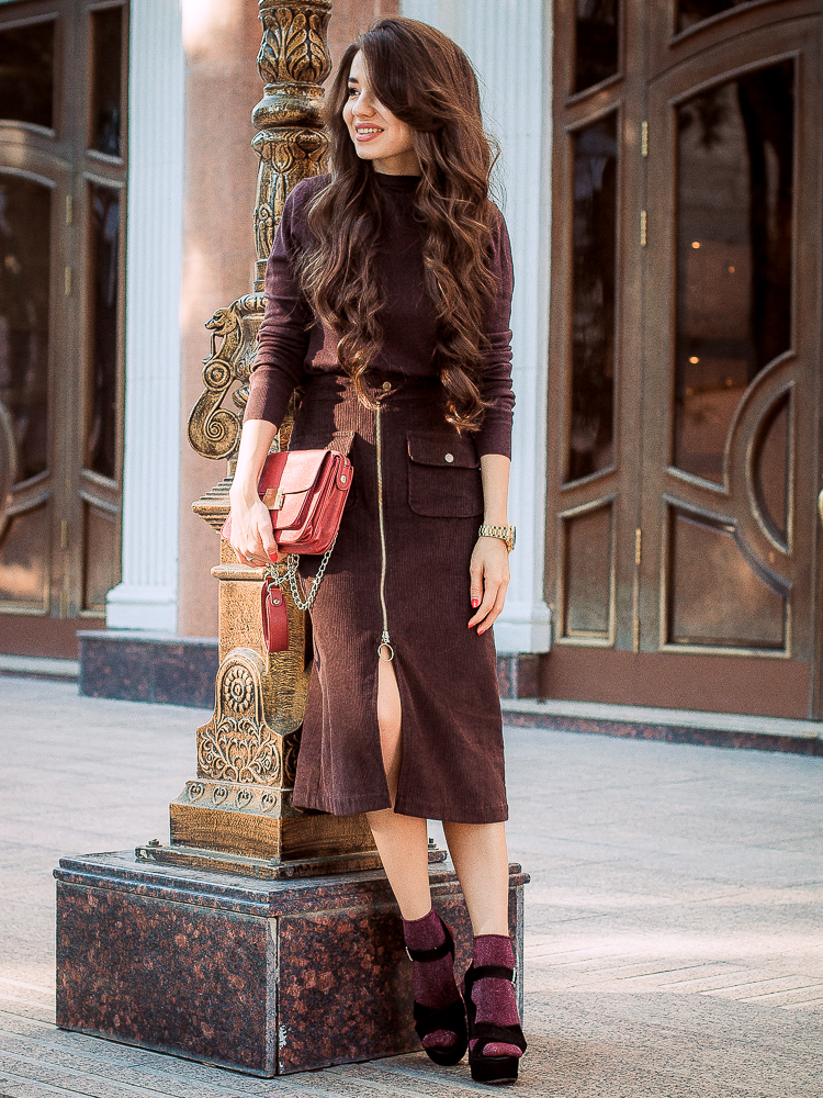 diyoras notes fashion blogger brown midi skirt asos heels and socks