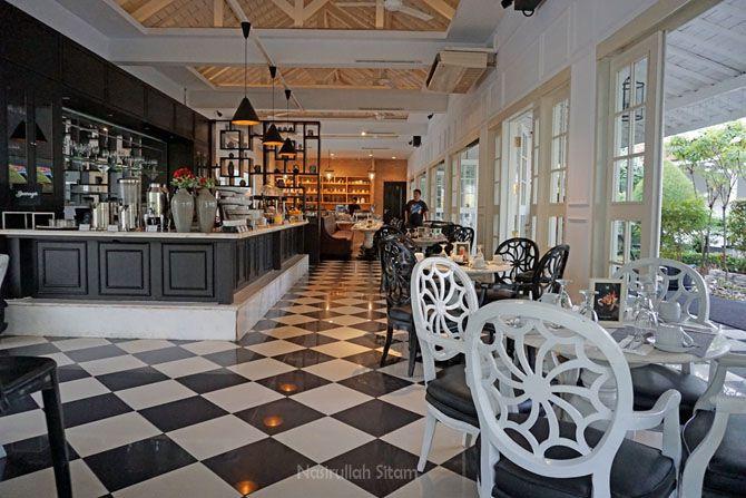 Restoran buka mulai pukul 06.00 - 10.00 WIB