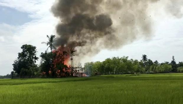 Wartawan BBC: Kelompok Budha Menyamar Jadi Muslim Bakar Desa-Desa Rohingya