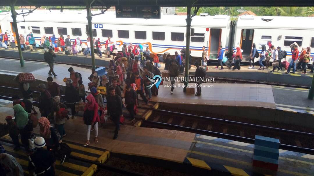 Antisipasi Lonjakan Penumpang, PT KAI Daop 5 Purwokerto Tambah Gerbong Kereta