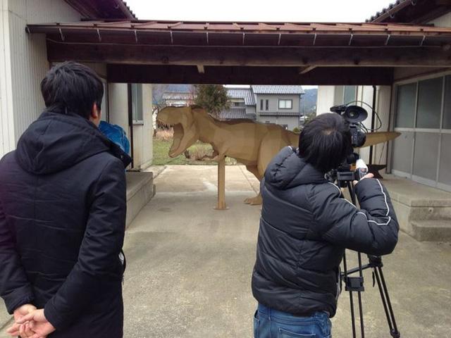 Các tác phẩm của ông đã được triển lãm trên khắp đất nước Nhật Bản và cả xuất hiện trên sóng truyền hình quốc gia