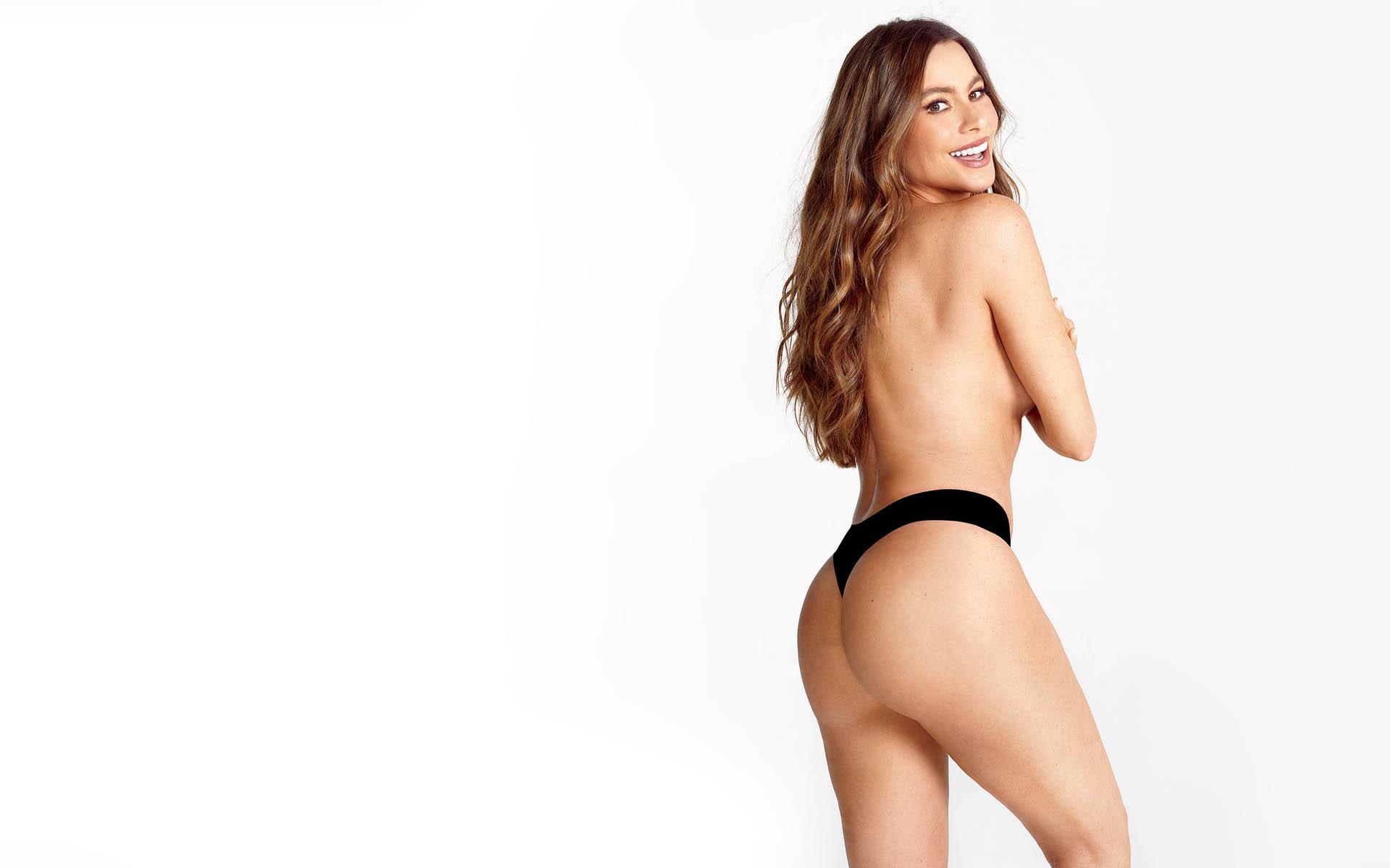 Eric stonestreet is still tweeting pics of sofia vergara's butt