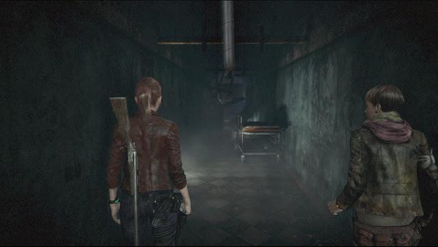 バイオハザード リベレーションズ2  クレアとモイラが怖い廊下を進む